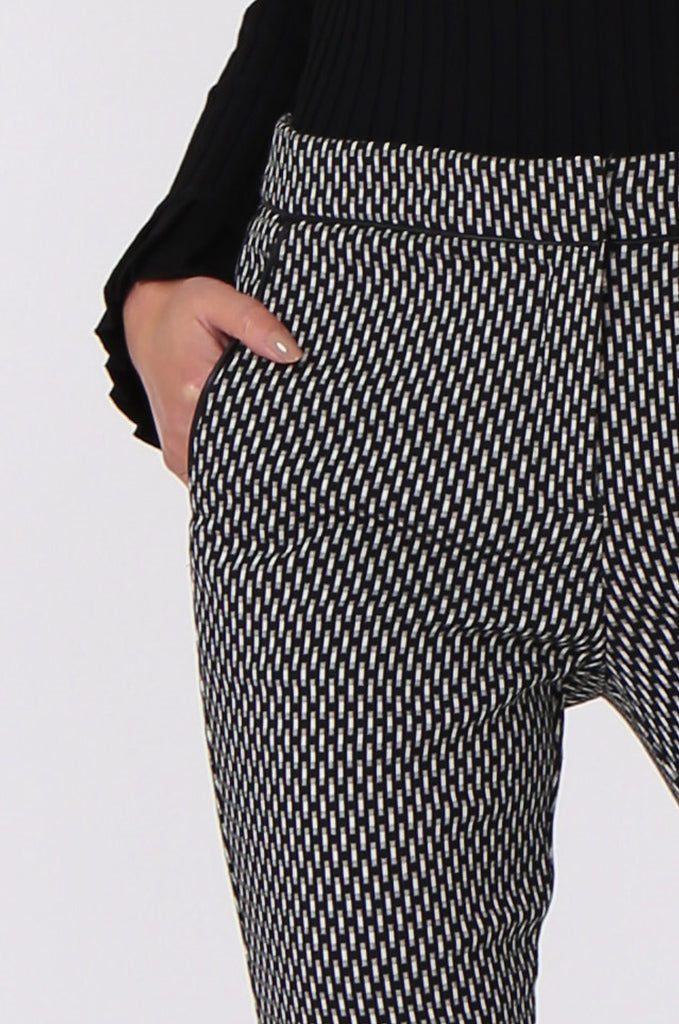SF0452-BLACK & WHITE CIGARETTE PANT view 5