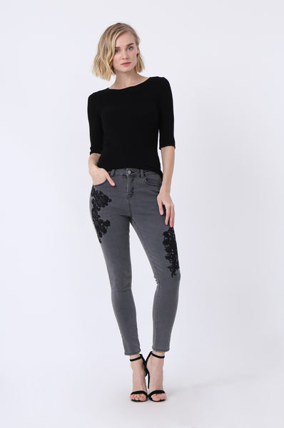 FLORAL EMBROIDED STRETCH JEAN