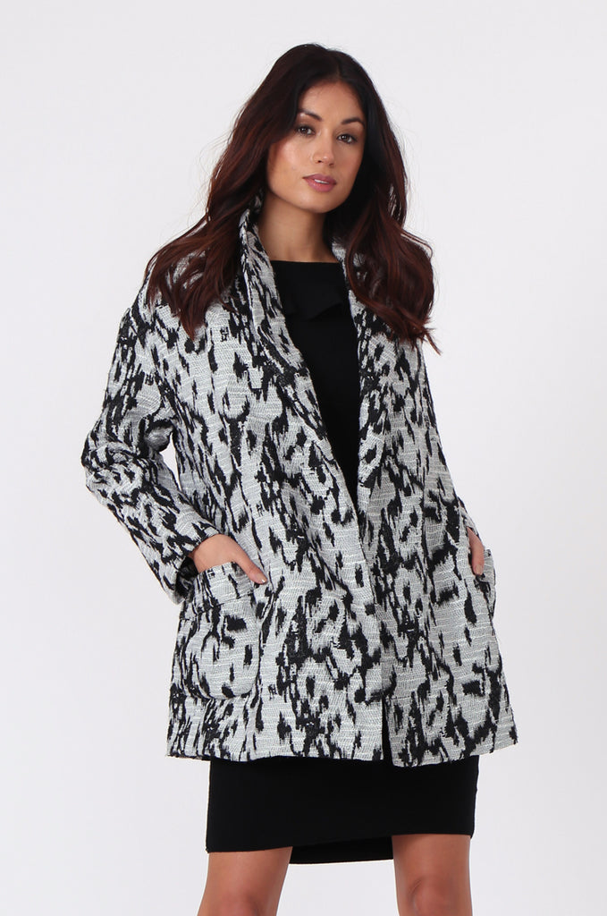 SJ0372-BLACK & WHITE ANIMAL PRINT JACQUARD BELTED COAT view 2