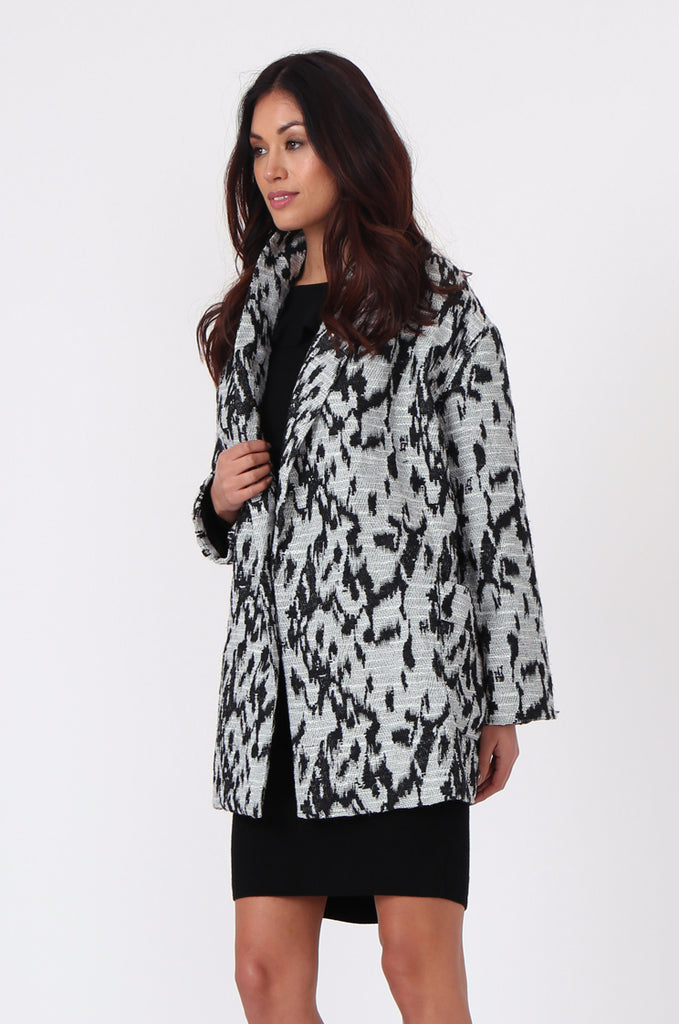 SJ0372-BLACK & WHITE ANIMAL PRINT JACQUARD BELTED COAT view 3