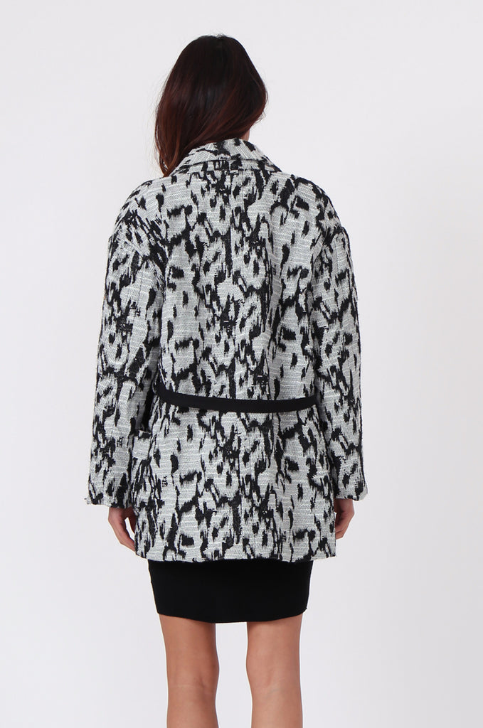 SJ0372-BLACK & WHITE ANIMAL PRINT JACQUARD BELTED COAT view 4