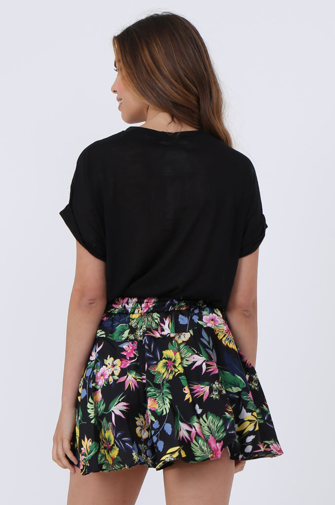 SJ1383-BLACK FLORAL SATIN POCKET SHORT view 3
