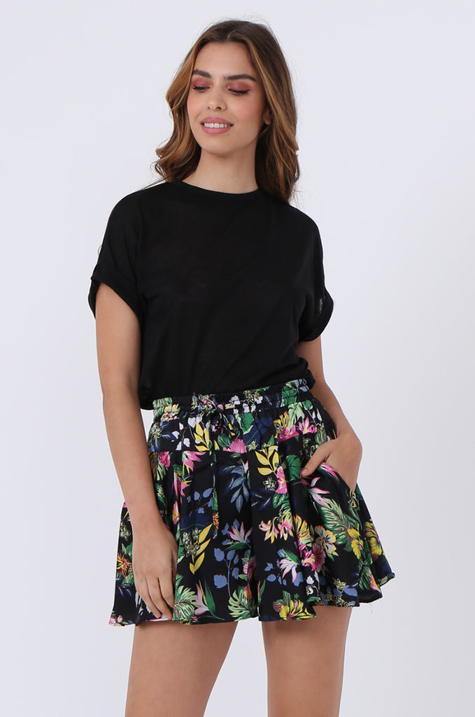 SJ1383-BLACK FLORAL SATIN POCKET SHORT view 2