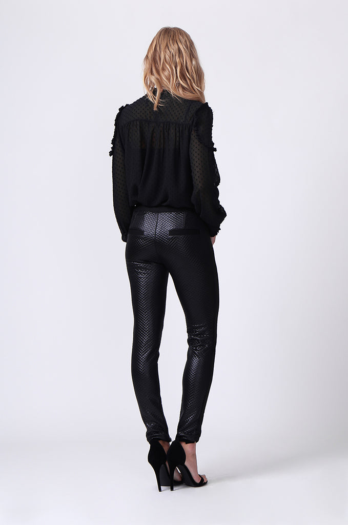 SLW0325-BLACK LEATHERETTE QUILTED ANKLE ZIP PANTS view 3