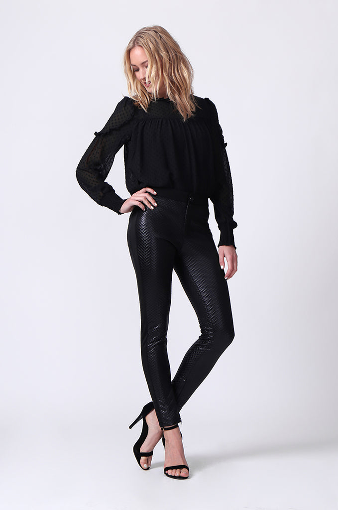 SLW0325-BLACK LEATHERETTE QUILTED ANKLE ZIP PANTS view 4