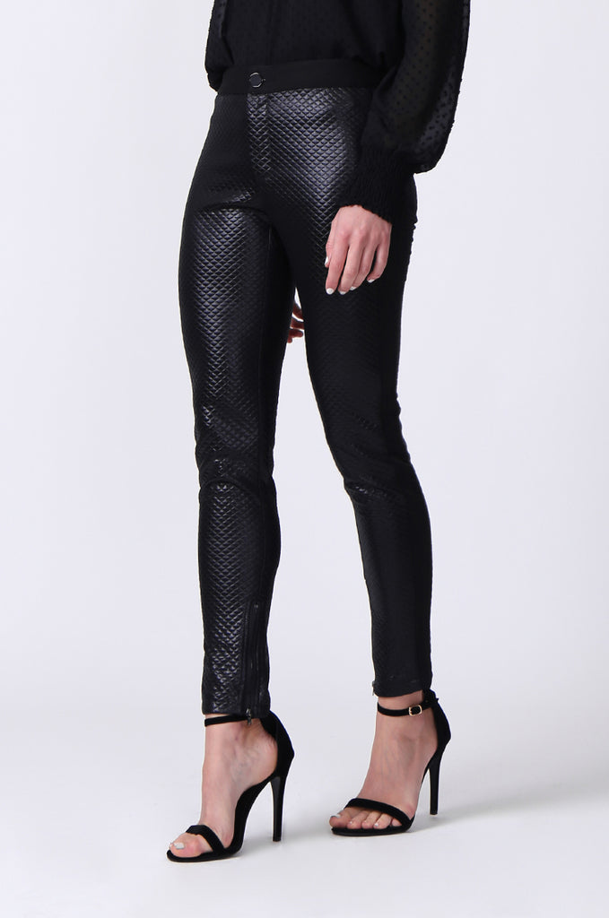 SLW0325-BLACK LEATHERETTE QUILTED ANKLE ZIP PANTS view 5
