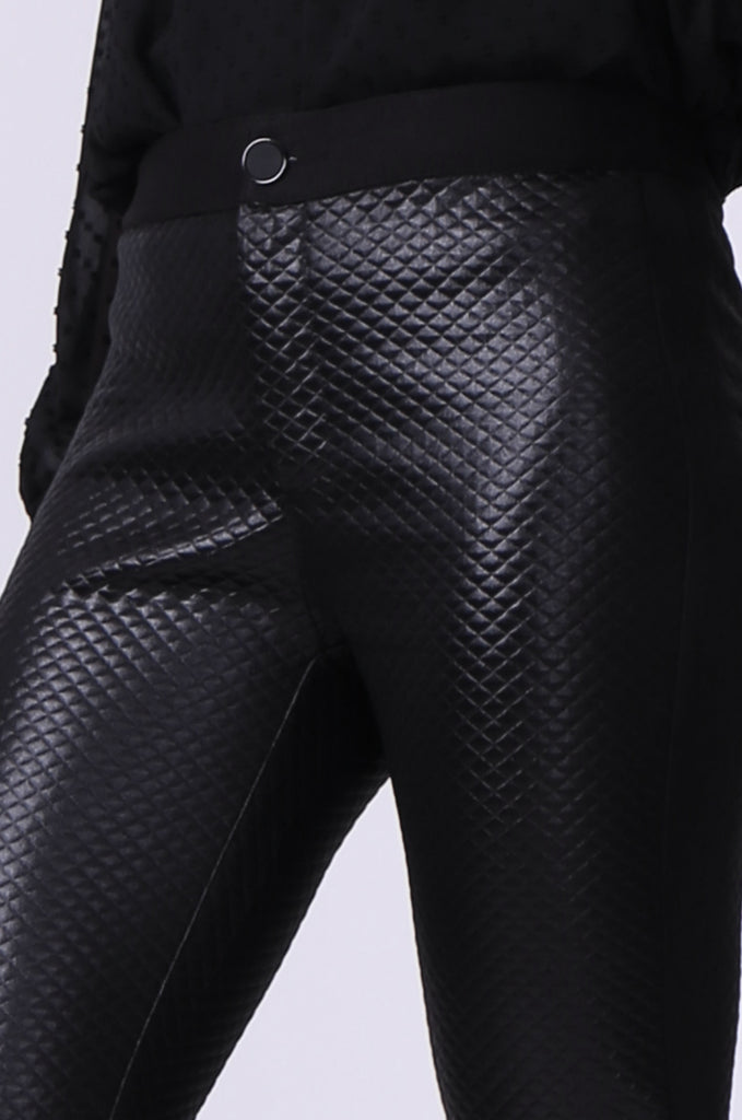 SLW0325-BLACK LEATHERETTE QUILTED ANKLE ZIP PANTS view 6