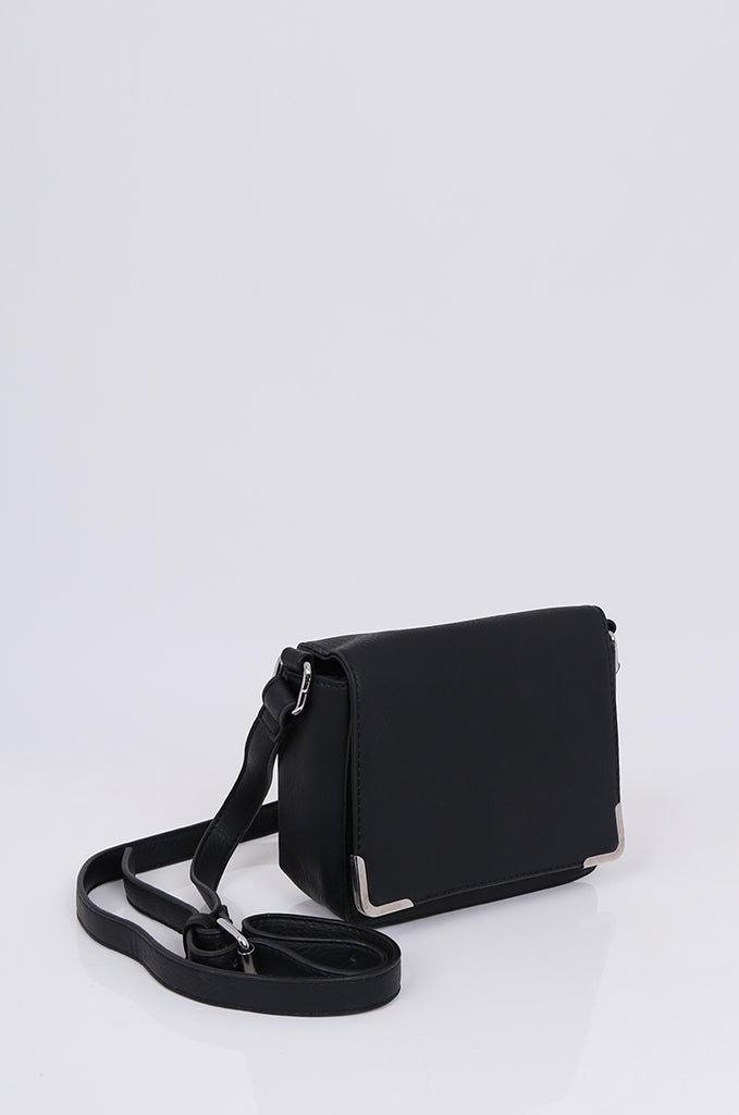 SMB1971-BLACK CROSSBODY SQUARE GOLD FLAP BAG view 3
