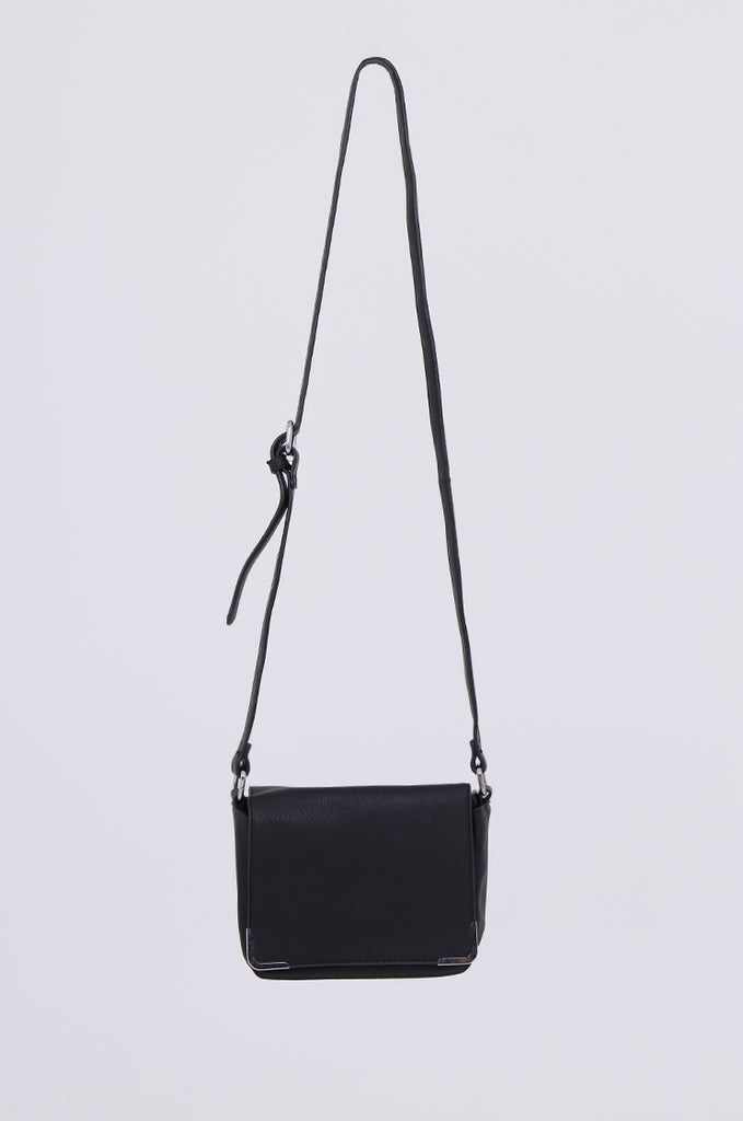 SMB1971-BLACK CROSSBODY SQUARE GOLD FLAP BAG