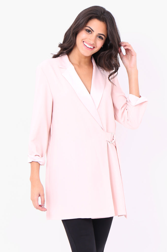 SOY2052-PINK CREPE SATIN COLLAR D-RING TIE SIDE JACKET