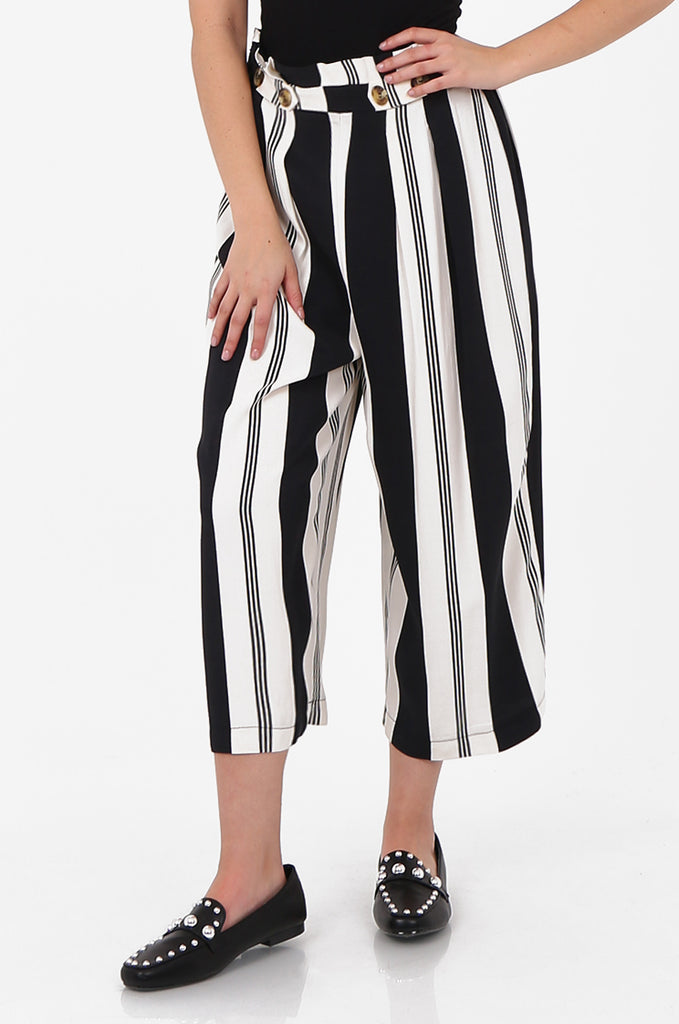 SOY2571-BLACK & CREAM STRIPED BUTTON DETAIL WIDE LEG CULOTTES view 4