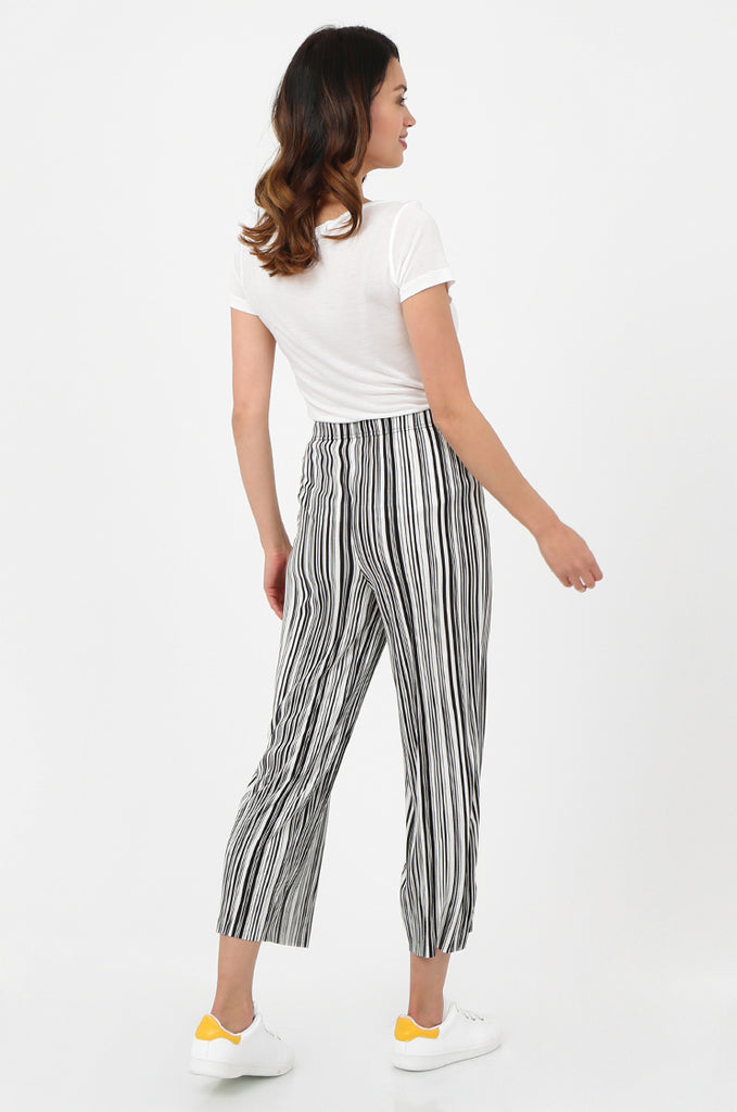 SOY2786-BLACK & WHITE STRIPE MICRO PLEATED WIDE LEG TROUSERS view 3
