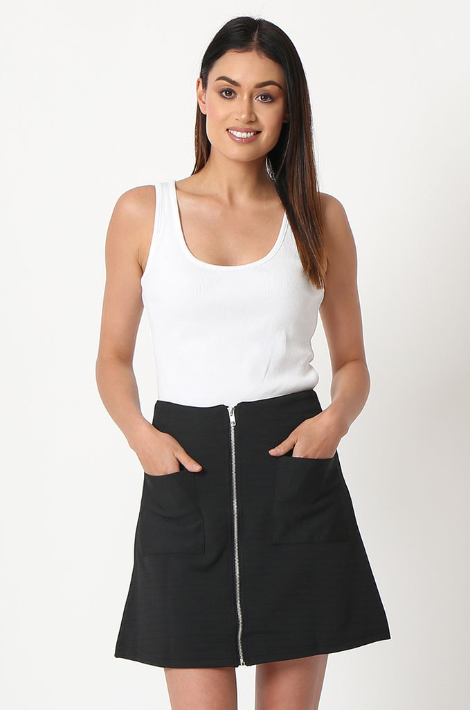 SOY2861-BLACK PATCH POCKET ZIP FRONT STRETCH MINI SKIRT view main view