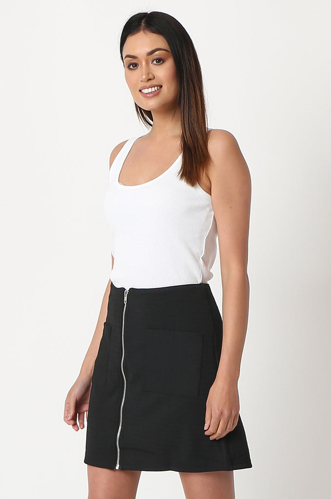 SOY2861-BLACK PATCH POCKET ZIP FRONT STRETCH MINI SKIRT view 2