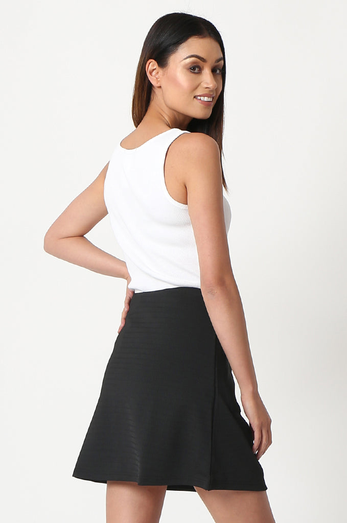 SOY2861-BLACK PATCH POCKET ZIP FRONT STRETCH MINI SKIRT view 3