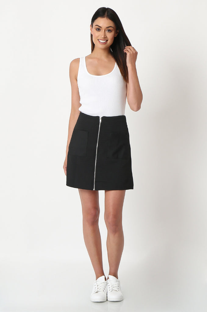 SOY2861-BLACK PATCH POCKET ZIP FRONT STRETCH MINI SKIRT view 4