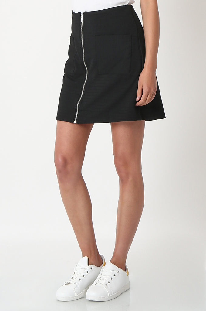 SOY2861-BLACK PATCH POCKET ZIP FRONT STRETCH MINI SKIRT view 5