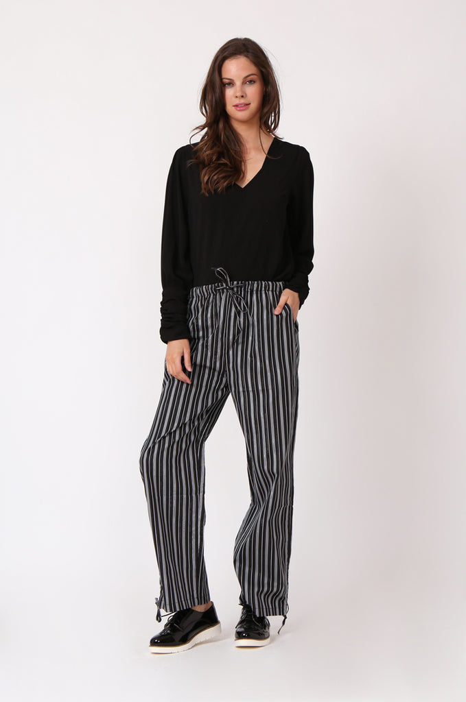 DRAWSTRING STRIPE PANT WITH POCKETS