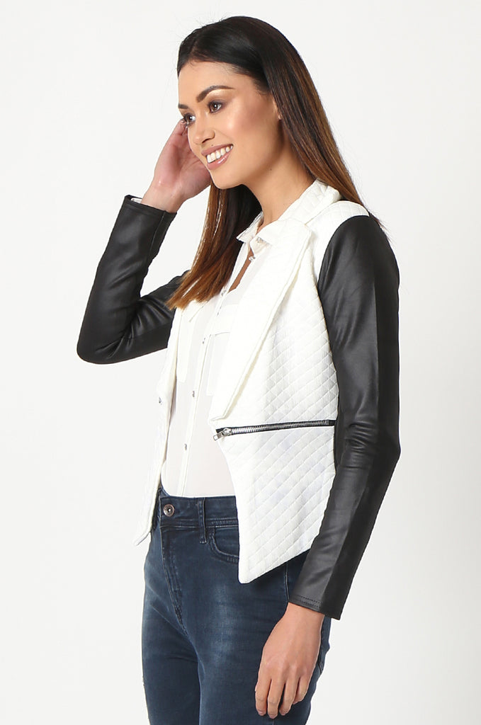 SSW2834-WHITE QUILTED CONTRAST SLEEVE ZIP POCKET BLAZER view 2