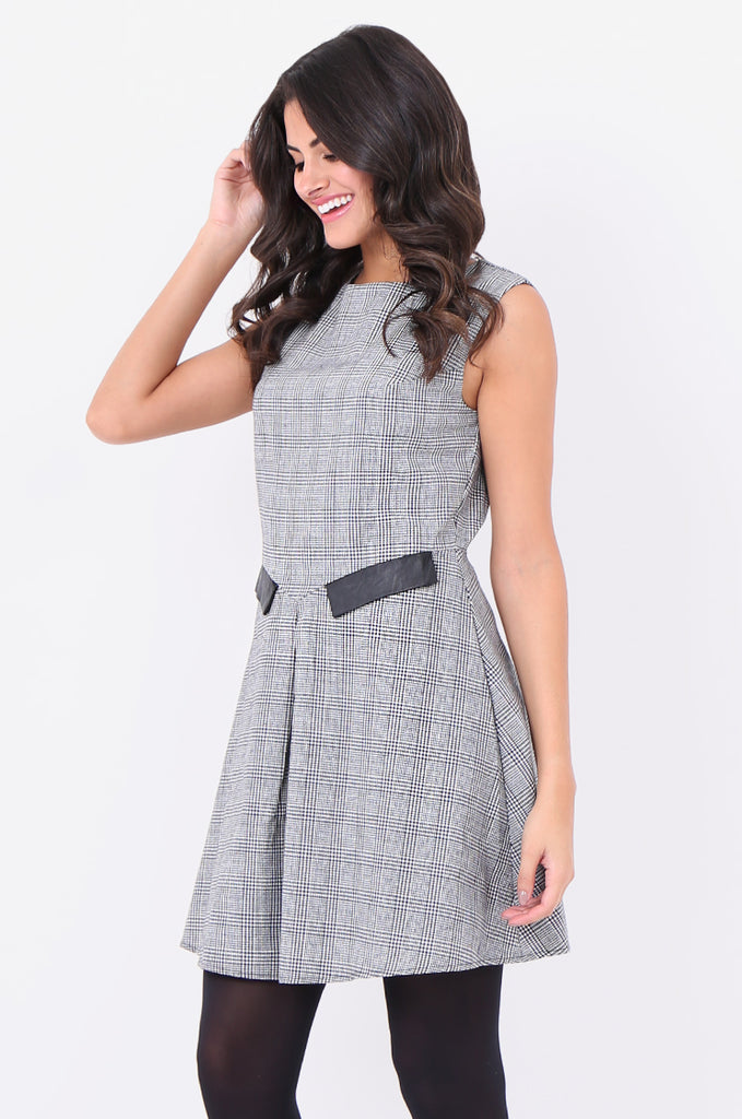 ST1303-BLACK HOUNDSTOOTH PLEAT FRONT DRESS view 3