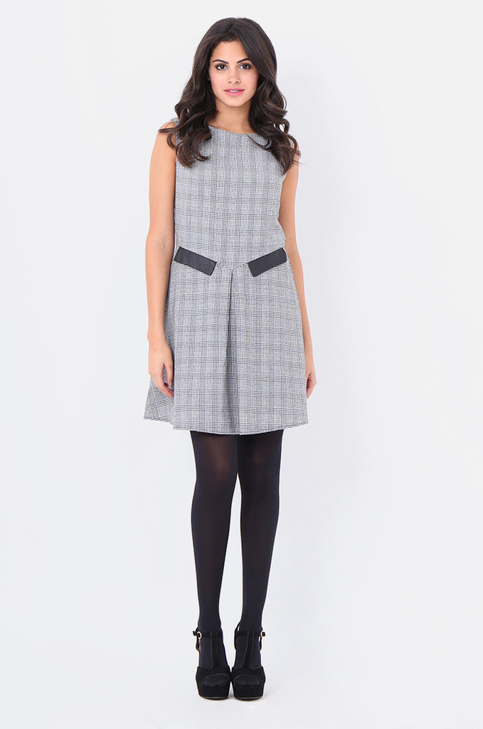 ST1303-BLACK HOUNDSTOOTH PLEAT FRONT DRESS