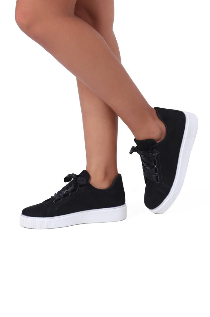 SW0482-BLACK RIBBON LACE TRAINER