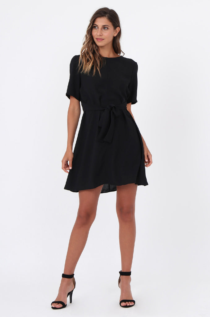 SWE1588-BLACK SHORT SLEEVE TIE WAIST DRESS