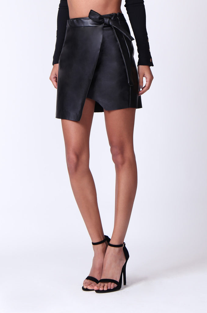 SPF0271-BLACK LEATHERETTE WRAP TIE MINI SKIRT view 4