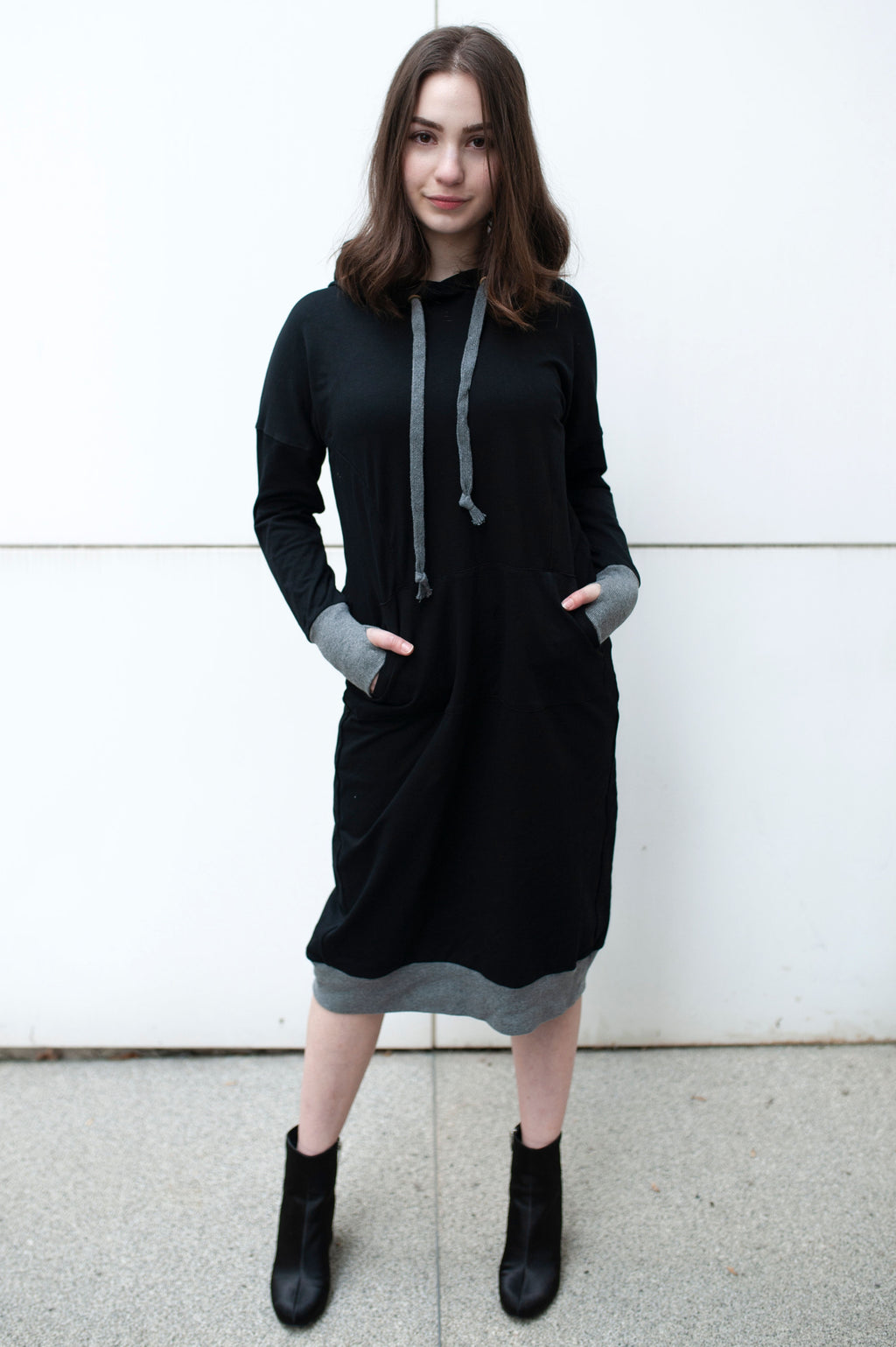 Sweatshirt dress in BLACK WITH GREY TRIM