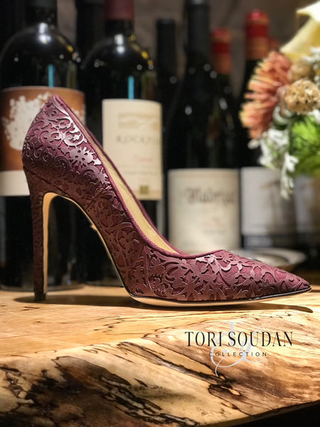 Deep purple pumps with laser design