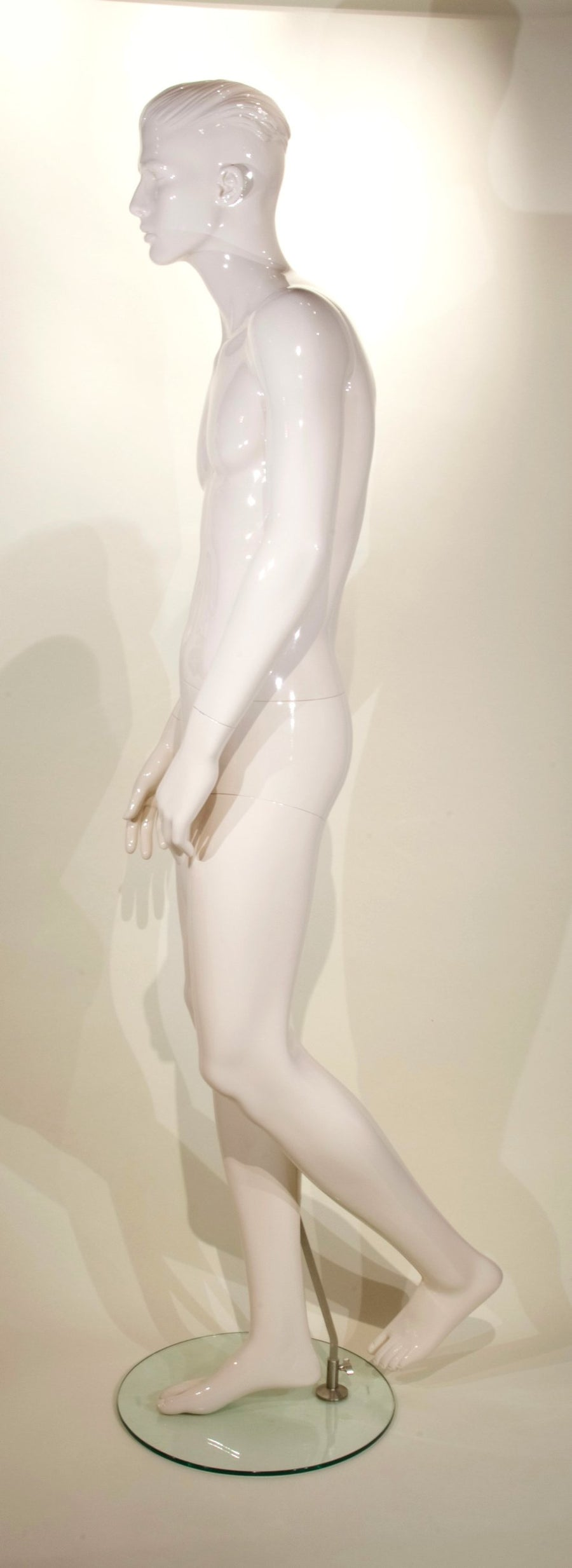 cream white male mannequin with arms relaxed and left hand resting on thigh