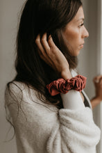 SCRUNCHIE || mulberry
