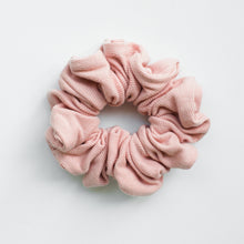 SCRUNCHIE || blush ribbed