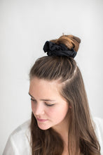 SCRUNCHIE || everyday black.