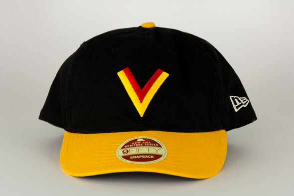Vancouver Canucks New Era Heritage Series 950 Flying V Snapback