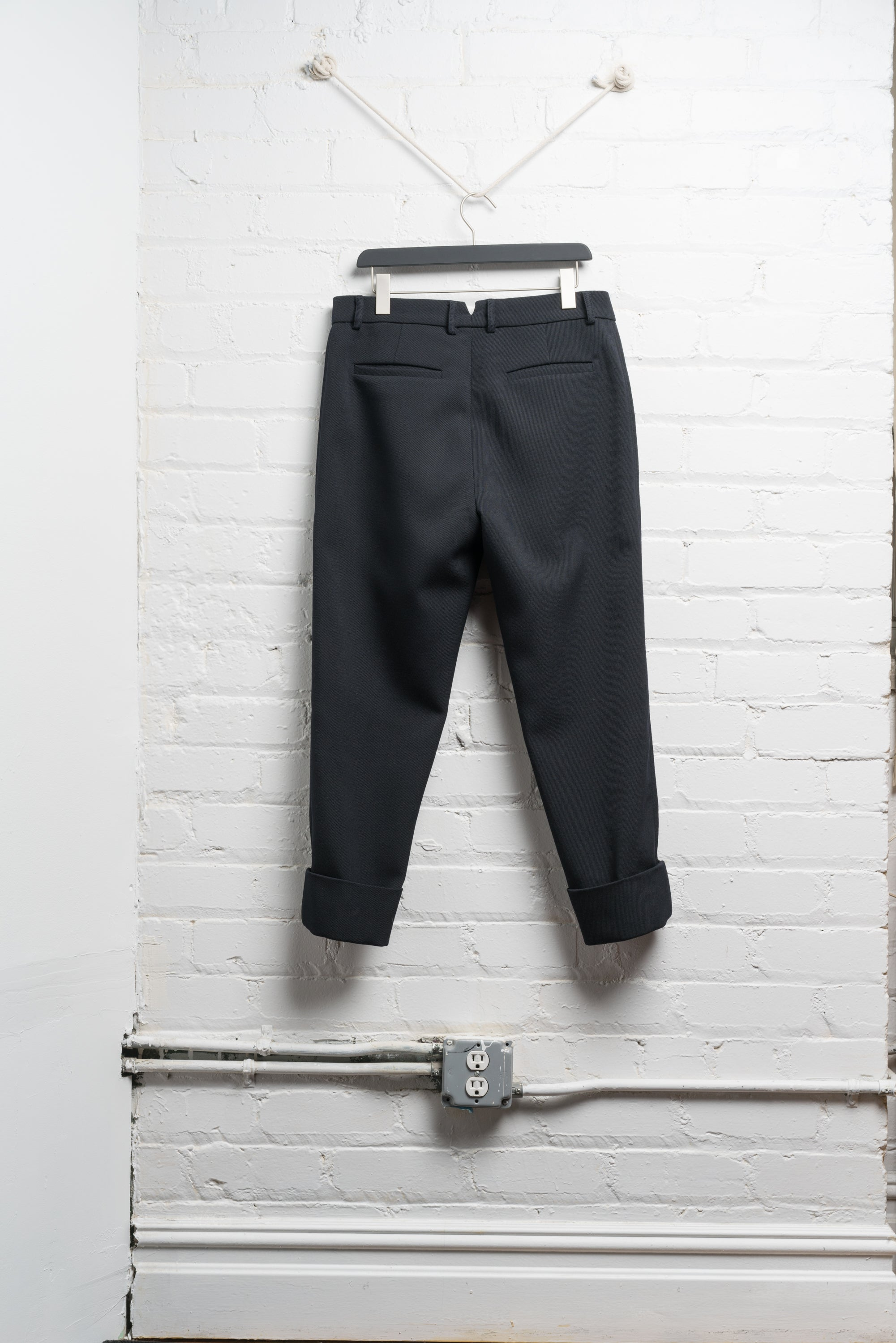 CUFFED WOOL TROUSER IN BORDEAUX IN NAVY TWILL (PRE ORDER)