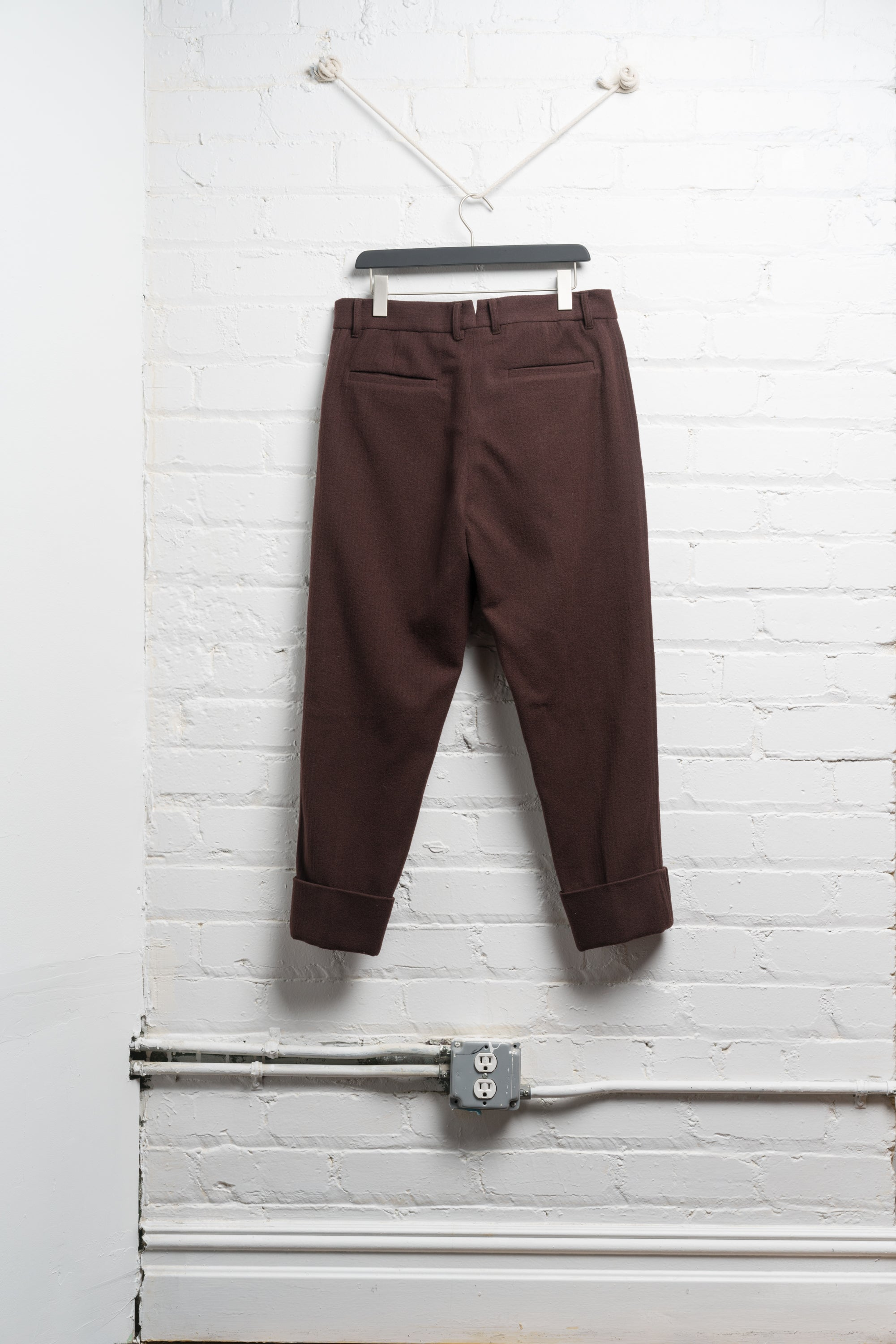CUFFED WOOL TROUSER IN BORDEAUX BRUSHED TWILL