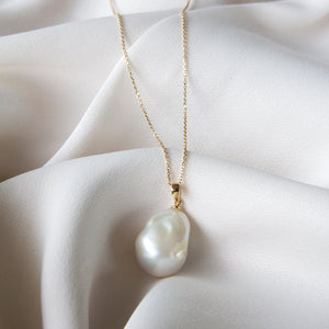 Emma Large Baroque Pearl 9k Gold Necklace
