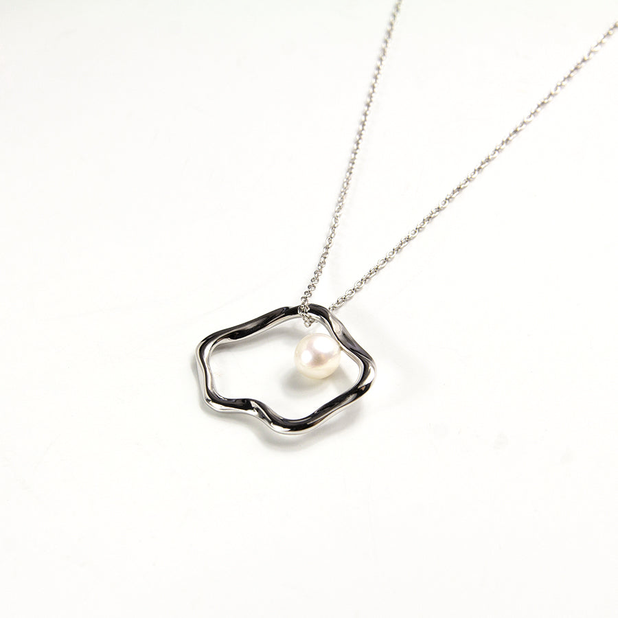 Flux Pearl Necklace