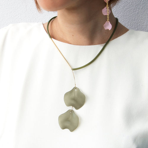 Short Petal Necklace