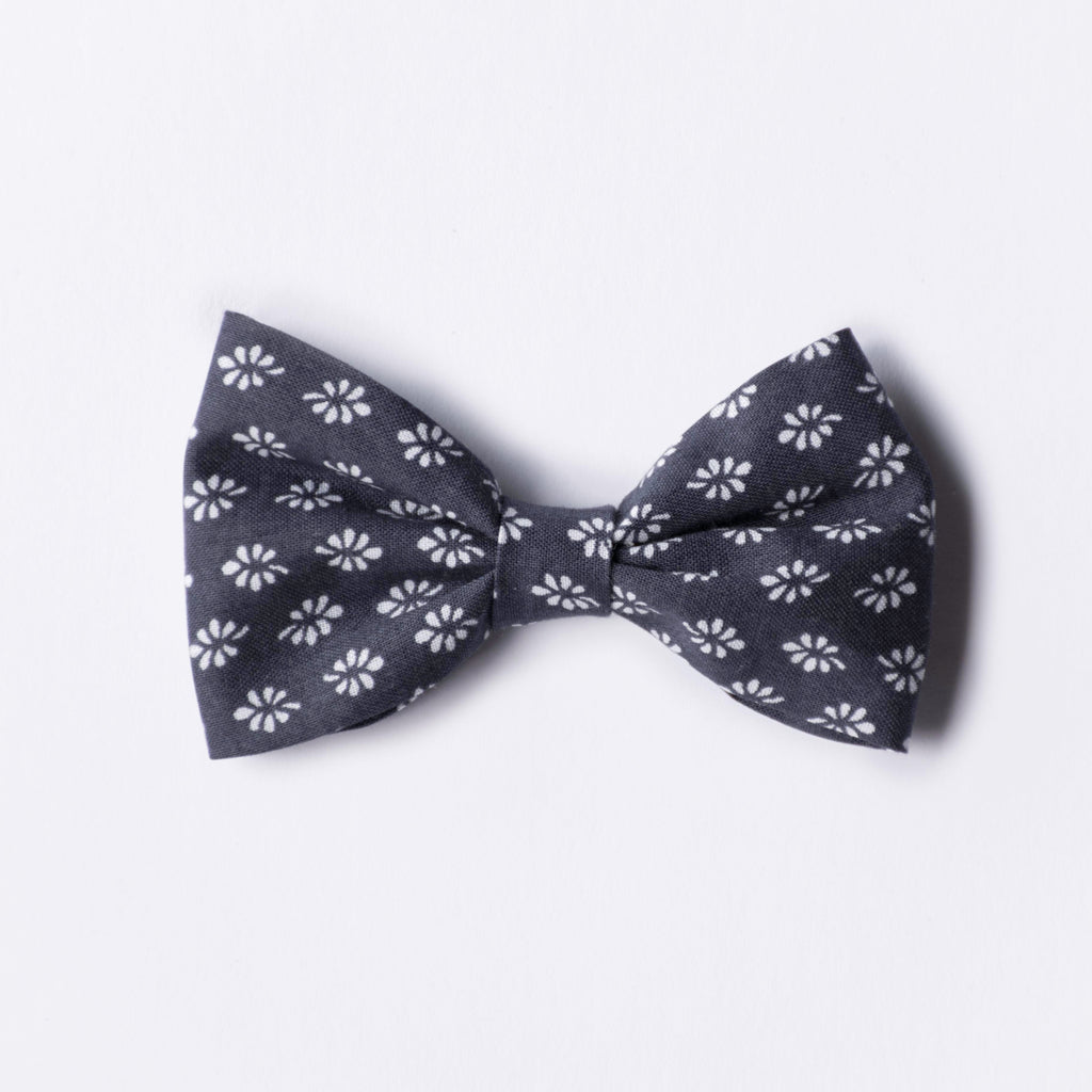 Lilah bow - Daisy On Navy