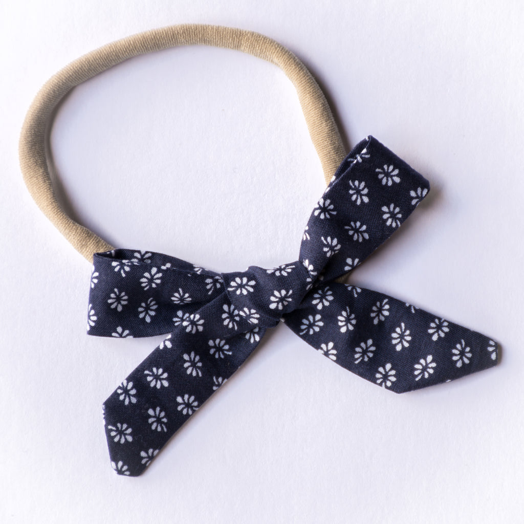 Evie bow - Daisy On Navy
