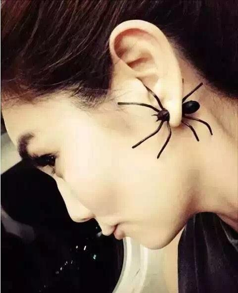 Halloween Decoration 3D Creepy Black Spider Earrings