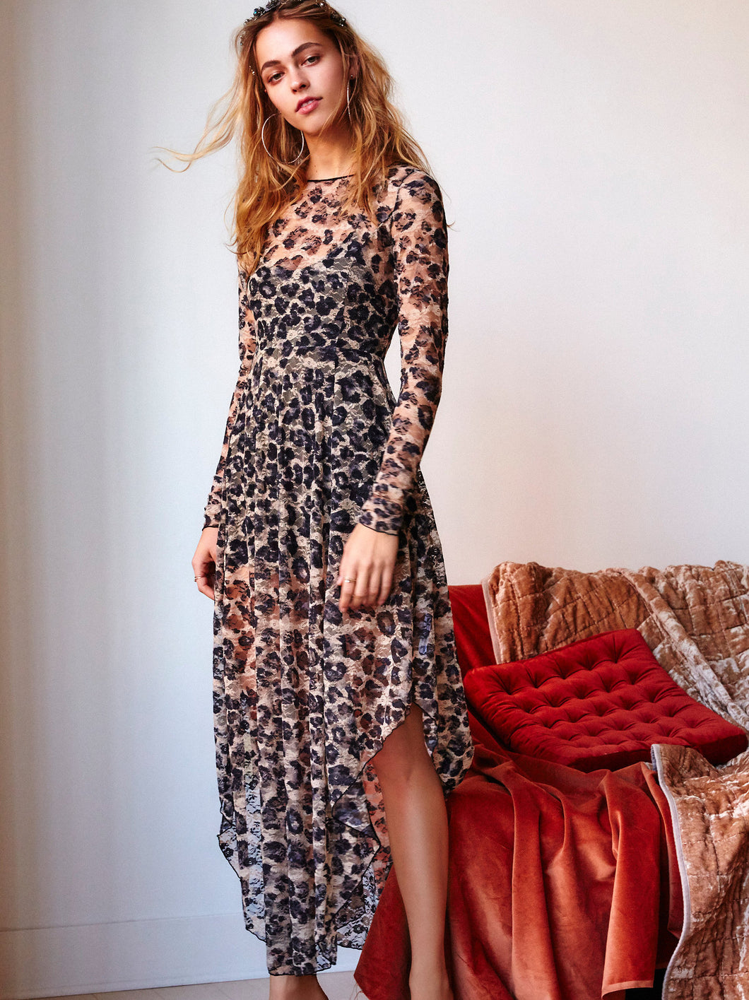 Irregular lace dress with long lining lined dress