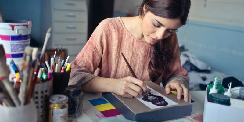 Woman Illustrator - How to price your art - Article - SENIIKU Creator Market