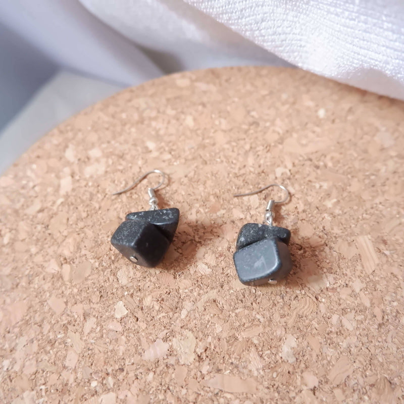 Batu Earrings Basic