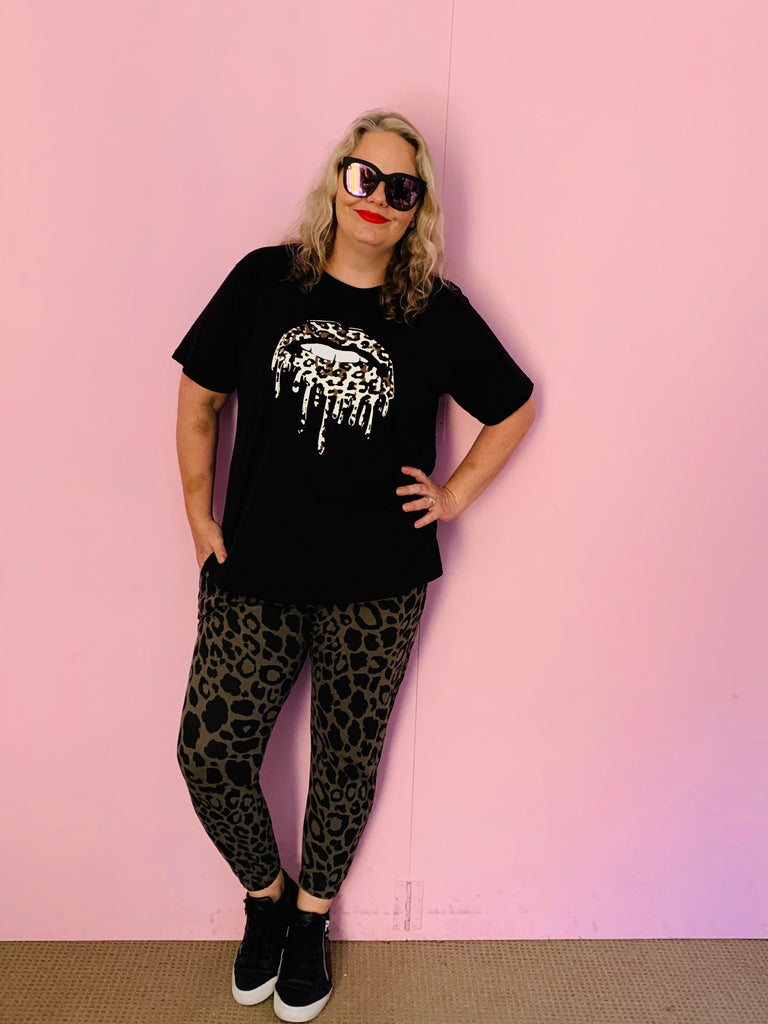 Leopard Print Dripping Lips Tee-Black