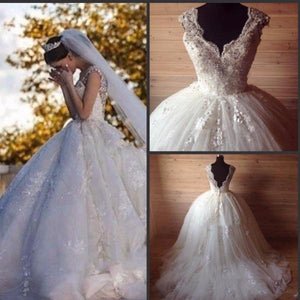 Luxury Princess Cap-sleeved Scalloped Neck Pleated Tulle Ball Gown With Floral Lace