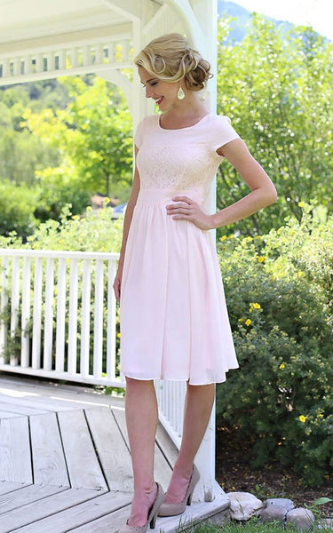 Short Sleeve Knee-length Dress With Lace Embellishment-309337