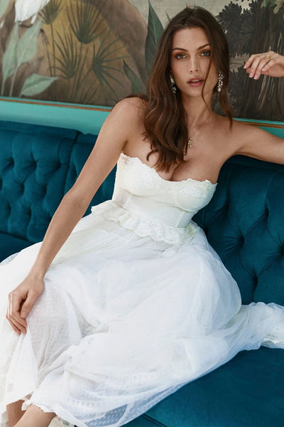 A-line Sleeveless Adorable Sweetheart Tulle Wedding Gown With Appliques And Ruffles